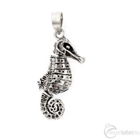 Antikolt csikóhal ezüst medál