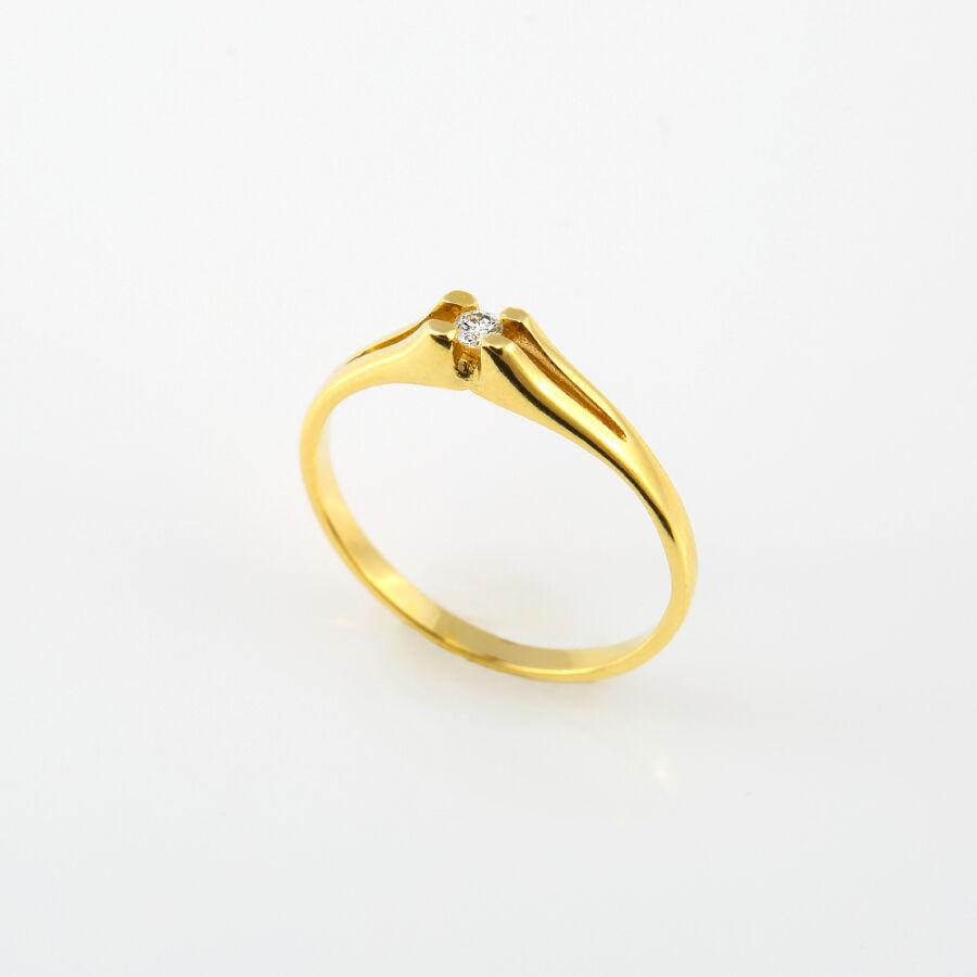 Sárga arany szoliter gyémánt gyűrű részben süllyesztett négykarmos foglalattal